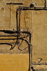 bellaitalia liguria la spezia (michael_obst) Tags: liguria bellaitalia street building sony sonyfe70300mm laspezia buildingfront architecture shadows wall installation electricity