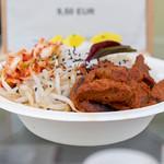 Schale mit Soy Bulgogi aus Sojageschnetzeltem mit Reis und Kimchi an Chili-Tahini-Dressing thumbnail