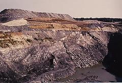 Les découvertes Exploitation du charbon à ciel ouvert.