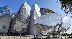 fondation LV (fred9210) Tags: museum paris architecture franck gehry france luxe chrysalide blue sky louisvuitton