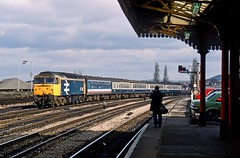 47431, Newport, March 1988 (David Rostance) Tags: 47431 class47 newport gwent monmouthshire southwales railwaystation car