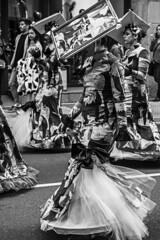 ... Picasso ... (Lanpernas .) Tags: guernica picasso walker walking caminante mujer arte cuadro disfraz art street 2019 carnaval carnival parade donostia cubismo