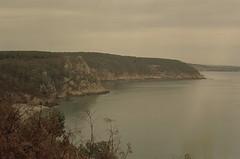 Around (leniners) Tags: 2018 france saint hernot sainthernot presquile crozon presquiledecrozon bretagne brittany beach plage finistere silbersalz35 leica m6 leicam6