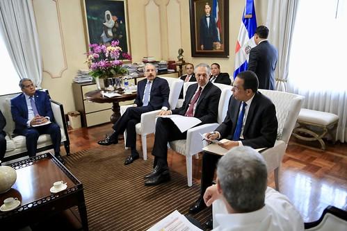 Presidente Danilo Medina da seguimiento a construcción de escuelas y estancias infantiles
