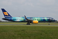 TF-FIU Boeing 757-256 Icelandair (eigjb) Tags: dublin airport eidw international ireland collinstown jet transport airliner plane spotting aircraft airplane aeroplane 2019 tffiu boeing 757256 icelandair b757 757 hekla aurora livery fi417