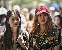 weary duo (gro57074@bigpond.net.au) Tags: wearyduo pittstreetmall boxingday 2018 december sydney f14 105mmf14 artseries sigma women colour color d850 nikon streetportrait candidportrait candidphotography candidstreet streetphotography guyclift