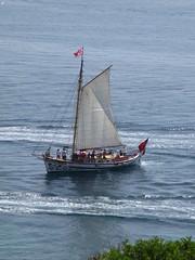 ♫ Oh ! Mon bateau ! ♫ (Sur mon chemin, j'ai rencontré...) Tags: lagos algarve portugal pontadapiedade pointedelapitié pointedelamiséricorde cap capdepontadapiedade mer océan océanatlantique bleu turquoise bateaux excursion excursionenbateau
