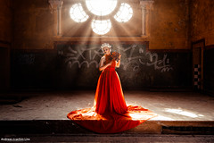 Red Queen (Andreas-Joachim Lins Photography) Tags: beelitz lrthefader portrait fashion jumerianox beauty indoor pretty beautiful fantasy woman girl female young