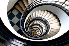 """""""Schnecke mit Anker"""" (Martin_Feller) Tags: treppenhaus treppen architektur stairway innenansichten haus stadt wendeltreppe berlin bürogebäude vogelperspektive 50er jahre spiralförmig"""