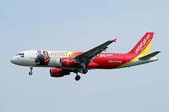 Thai Vietjet Air   A320-214   HS-VKE (Globespotter) Tags: bangkoksuvarnabhumi intl thai vietjet air a320214 hsvke skyboss livery