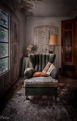 Leyendo la prensa (Perurena) Tags: sala rooom sillon furnitures muebles lampara lamp ventana window luz sombra light shadow casa house abandono decay suciedad dirty urbex urbanexploore