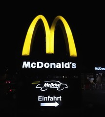MAC DONALDS - McDonald's - Canon PowerShot SX70  - Via Selfie mode (eagle1effi) Tags: canonpowershotsx70hs canon powershot sx70hs eagle1effi bridgecamera powershotsx70 sx70 beste photos