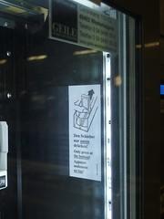 Schieber (mkorsakov) Tags: dortmund hbf bahnhof mainstation automat vendingmachine info instruction gebot pictogram piktogramm wtf