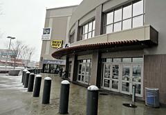 Outside Mall (Robert S. Photography) Tags: mall kingsplaza snow rain winter brooklyn newyork sony dsch55 iso80 february 2019