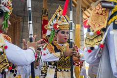 (kuuan) Tags: mf minolta rokkor mrokkorf240mm leica f2 40mm 240 f240mm minoltamrokkor minoltamrokkorf240mm apsc sonynex5n bali indonesia festival temple dancers fun documentary