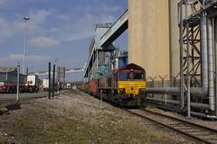 66 088 waiting time at Corn Mills Crossing, Seaforth. (Marra Man) Tags: class66 class660 66088 4s38 seaforthdocks cornmillscrossing liverpooldocks dbcargo