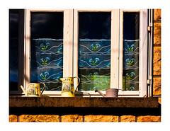 élégante décoration (Marie Hacene) Tags: fenêtrecorrèze france pots rideaux mur
