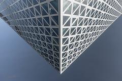 Levitation (ARTUS8) Tags: symmetrie nikon24120mmf40 bildkomposition fassade fenster muster linien modernearchitektur nikond800 flickr pattern