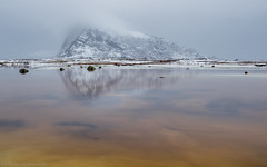 Head in the clouds (katrin glaesmann) Tags: lofoten norwegen norway 2019 wwwicelandtoursnet nordland winter sea unterwegsmiticelandtours photographyholidaywithicelandtours reflection gimsøy vågan gimsøya mountains snow clouds boggy