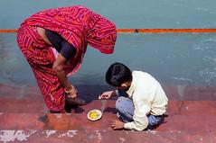 (kuuan) Tags: haridwar india kumbhmela pilgrims mahakumbhmela mahakumbhmelaharidwar2010 ganga 2010 kumbhmela2010 bath holybath mother son candle offering ganges river