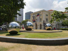 SingaporeRiverColonialDistrict074 (tjabeljan) Tags: singapore asia colonialdistrict singaporeriver colemanbridge oldparliament fullertonhotel themelrion raffles victoriatheatre clarkquay marinabay