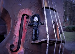 Little Musician with Scissorhands (pianocats16) Tags: edward scissorhands doll living dead dolls giant cello sculpture kolobrzeg kolberg music