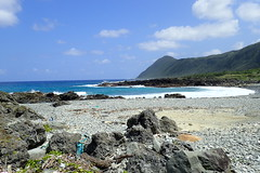 Plage près d'Ivalino (8pl) Tags: baie ciel mer océan eau côte paysage pierre plage montagne île lanyu ensoleillé roche rochers