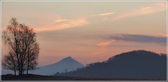 Bevor die Sonne aufsteigt (Christoph Bieberstein) Tags: tschechien tschechische republik böhmen česko ceská republika čechy dubské švýcarsko czech republic bohemia daubaer schweiz bezděz burg bösig morgendämmerung morgen morning morgenrot himmel sky februar 2019