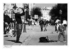 Saxophoniste (stephane_p) Tags: paris pentax bianconero blackandwhite blackwhite bw darktable monochrome monotone music musique nb noirblanc noiretblanc photoderue saxophone streetperformer street alto saxophonealto skancheli