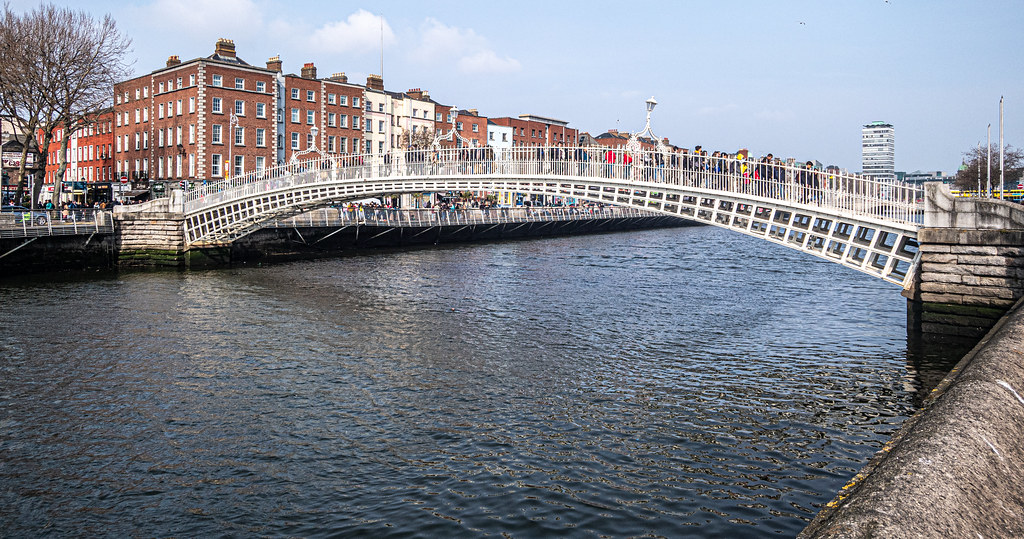 THE HALFPENNY BRIDGE [ACROSS THE RIVER LIFFEY IN DUBLIN]-151502