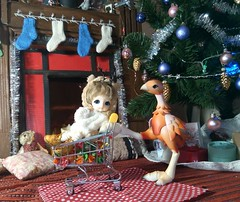 P90106-153425 (xaskixarf) Tags: tyltyl tiny delf luts glowing bjddoll belarus bjd bjdbelarus bjdclub toy animal camelliadynasty rosemary bird jointed sign sky