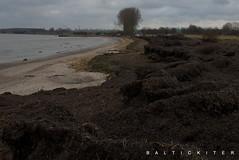 Wasserstand-Anzeiger (baltickiter) Tags: ostsee strand salzhaff sturm surfen wellen wasser kitesurfen nikon