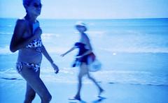 Those nostalgic moments (ale2000) Tags: analog analogue lomography lomography400 expired film 35mm pellicola filmisnotdead believeinfilm fotografiaanalogica blue blu blurred blurry sfuocato streetphotography candid women strolling beachlife beach summer sicilia sicily mazaradelvallo horizon water sea seaside