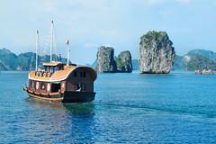 Ha Long Bay (pallab seth) Tags: hạlongbay vịnhhạlong vietnam việtnam quangninh towerkarst limestonepillars islands islets marine nature landscape scenic tour travel boat