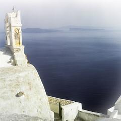 Church with Front to Sea, Santorini, Greece (WernerSchoen) Tags: santorin thira greece griechenland europe sea meer blau blue white walls church 6x6 film yashica analog cyklades kykladen insel ägäis meerblick