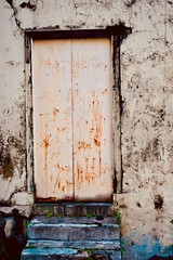 curiosity (what lies behind) (Fille.de.Lumière) Tags: malaysia ipoh colour coloursoftheworld door closeddoor closed portal timeportal decay abandoned peelingpaint old