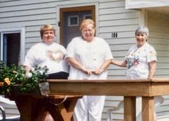 Linda Chesner (Mom), Aunt Lois Koval, Aunt Judy Currie - 1996 (nomad7674) Tags: loiskoval judycurrie linda chesner mom mother berry judy judith currie aunt oregon visit family lois koval