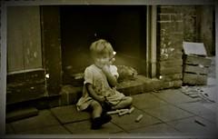 img705.jpgw (Steenvoorde Leen - 12.4 ml views) Tags: familie jan beugelsdijk lisse familiejanbeugelsdijklisse bollenstreek oldphoto oldpicture girl kid