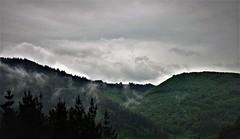 Nubes montañosas (enrique1959 -) Tags: martesdenubes martes nubes nwn navelgas asturias españa europa montaña
