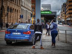 Residents at the bus stop. Pretoria, South Africa (varfolomeev) Tags: 2019 юар город улица fujifilmxt10 samyang12mm southafrica city street car автомобиль