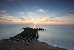 sunrise (peter howse) Tags: suffolk sunrise canon lee filters 6stop 5d3 sea coast cold sun morning dawn