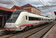 RENFE Class 599 3-car DMU No. 559-044-5 at Alcázar de San Juan Station on 18 Oct 2018 (Trains and trams eveywhere) Tags: class599 dmu renfe spain train railways station alcázardesanjuan spanishrailways espana caf