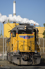 Working Valero (Patrick Dirden) Tags: upy662 gp151 emd gm electromotivedivision generalmotors diesel locomotive engine rail railroad train freighttrain cargo up unionpacific unionpacificrailroad upmartinezsub benicia solanocounty smokestack refinery eastbay bayarea northerncalifornia california