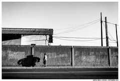 ,, (Matías Brëa) Tags: calle street photography blanco y negro black white bnw personas people gente sombras shadow muro wall mono monochrome monocromo carretera monocromático