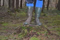 283 -- Wornout Hevea Dunlop in Mud -- Bottes Hevea Dunlop dans la Boue -- Gummistiefel im Schlamm (HeveaFan) Tags: rubberboots rubberlaazen 在泥里的靴子橡胶 kaplaarzen ゴム長靴 gummistiefel 威灵顿长靴 stiefel stivali stövlar ブーツ dunlop hevea aigle ripped wornout rainboots regenlaarzen wellies bottes wellworn caoutchouc galoshes wreckled trashed regenstiefel waterlaarzen soles tuinlaarzen loch leaky damaged trouée undicht versleten laarzen boots wellington kaput mud boue fertig riss gomma trou abgelatscht kaputt lek gumboots bottas vredesteinlaarzen vredesteinwellies vredesteinstiefel