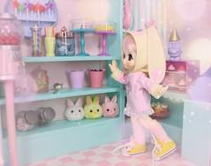 Lala in Sugarland #2 (Arthoniel) Tags: kikipop lala candyshop diorama roombox candystore shop candy kinokojuice cyristine hoodie pastel rainbow tiny collection toy figure vinyl doll kiki