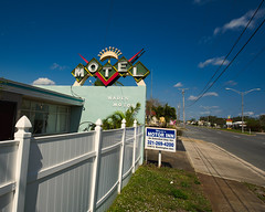 Wade's Motel (Pete Zarria) Tags: florida us 1 motel hotel neon sign tourist beach old decay overnight room a1a