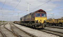 66 079 waits in Kingmoor Yard with 6K27. (Marra Man) Tags: class66 class660 66079 6k27 kingmooryard carlislenetworkyard carlislekingmooryard