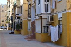 Barriada de la Barzola, Sevilla (Jaime JB) Tags: geografíahumana humangeography geografíaurbana urbangeography paisajeurbano urbanlandscape townscape vivienda housing blockofflats bloquedepisos balcón balcony builtenvironment espaciopúblico publicspace barriada calle street escenaurbana urbanscene