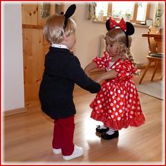 Come on let's dance ! (ursula.valtiner) Tags: puppe doll luis bärbel künstlerpuppe masterpiecedoll faschingsfest carnivalparty fasching carnival mickeymouse minniemouse mickymaus minniemaus tanzen dance
